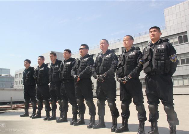 成都保安公司临时保安特勤分队参与执勤